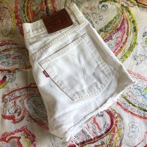 white Levi 501 denim shorts size 25